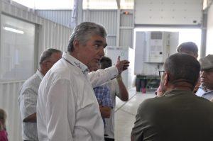 Herr Rickl beim erklären der Weizen Übernahme