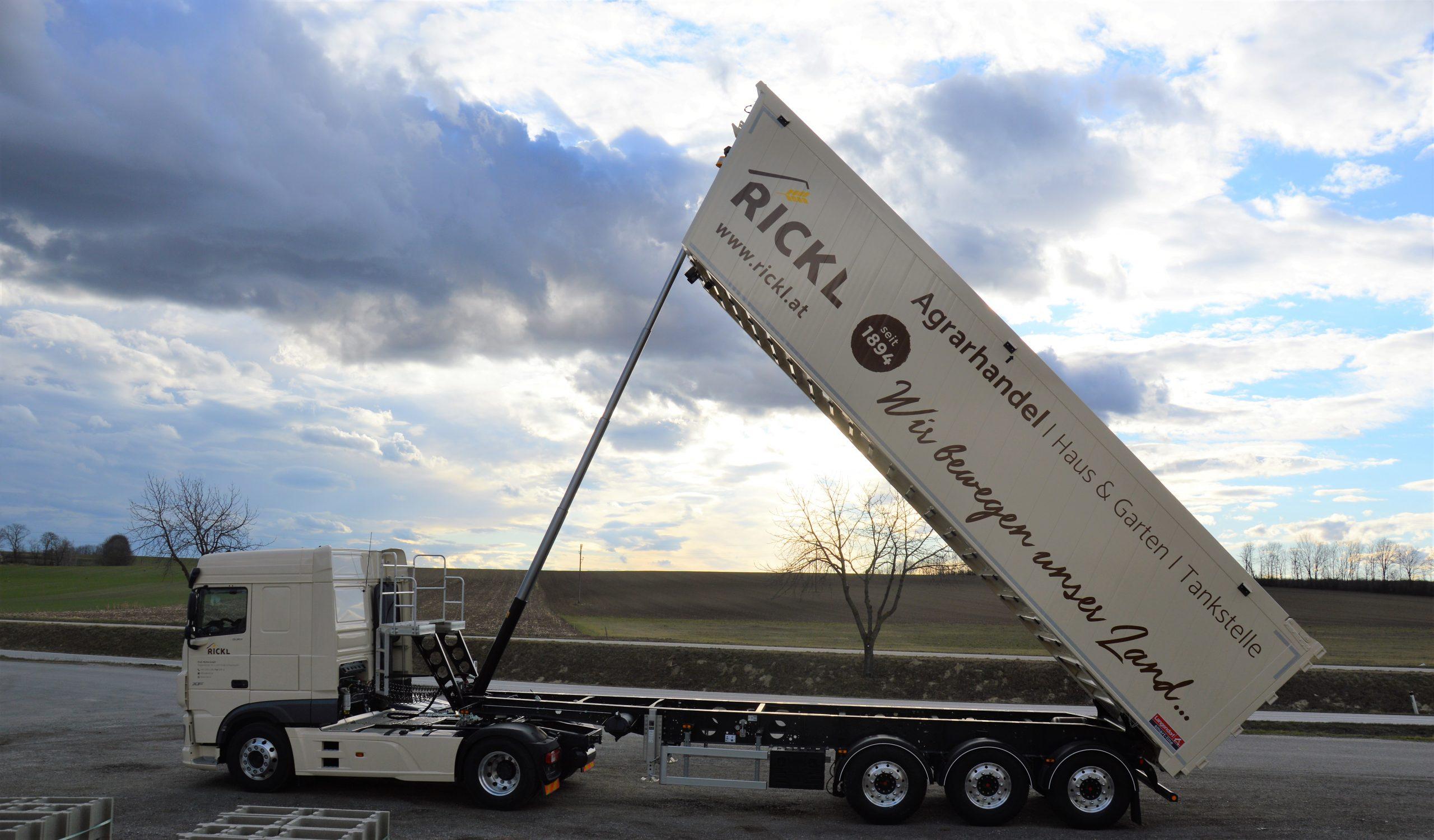 LKW mit Aufleger für Mais Transport