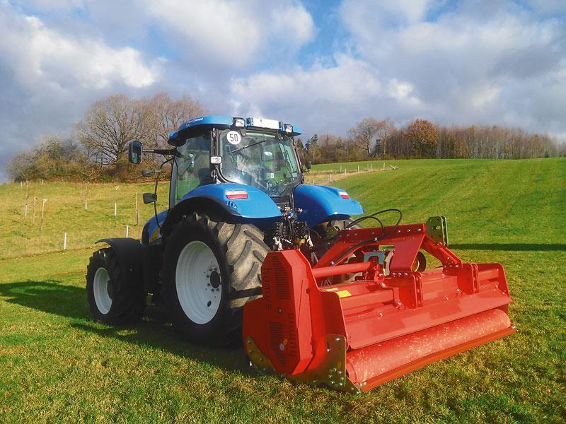 Traktor mit Mulcher